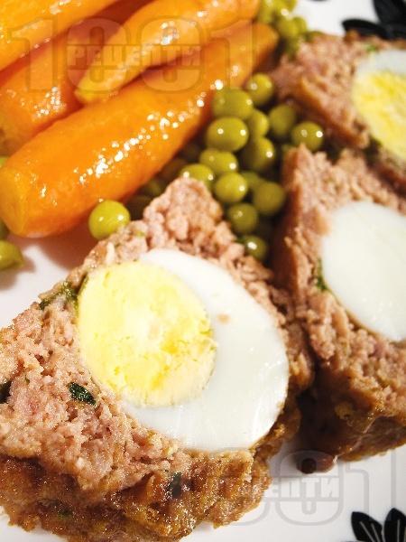 КЛОПС - месно телешко руло с варени яйца - снимка на рецептата